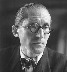 220px-Le_Corbusier_1920